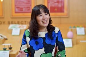 短大で芸術と保育を学んだ菊地さんは、吸い寄せられるように海外の美しいおもちゃに魅せられ、 おもちゃコンサルタントの資格を取得した。